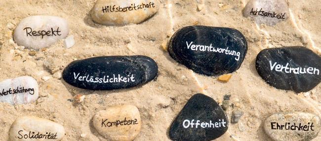 Bild: Steine mit Schlagworten
